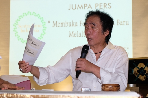 founder of usaha tegas Literature review using ict as a classroom practice in science lesson: the effect on students' motivation and achievement on learning vast development on ict (information communication technology), along with the globalization of the economy has changed the field of education.