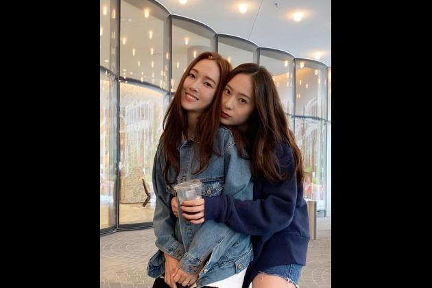 Jung Sisters has coffee together